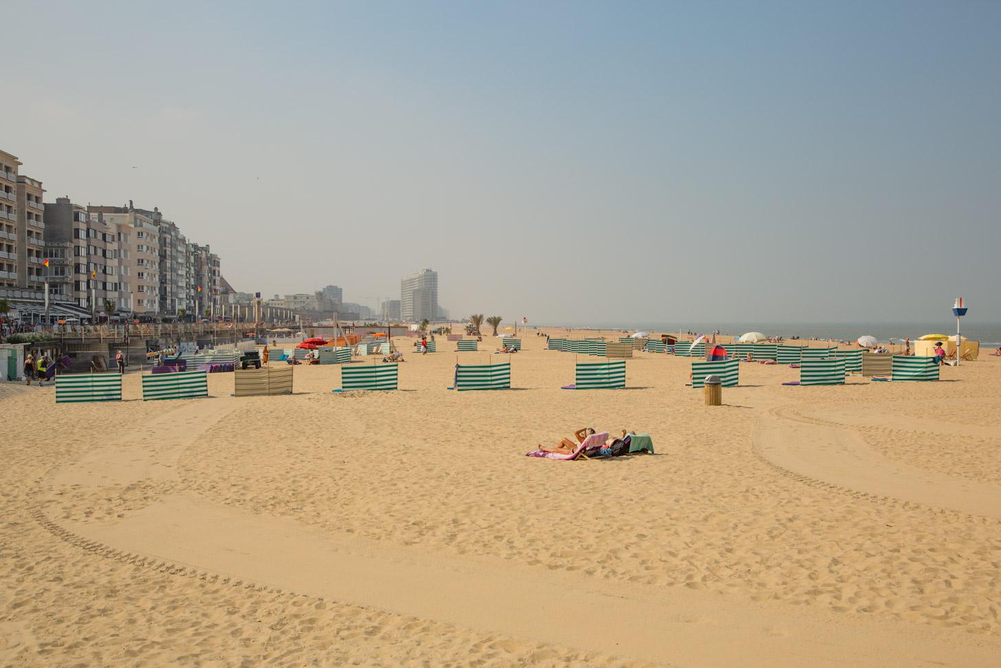 het zandstrand van Oostende